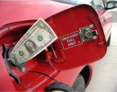 Цены на автозаправках растут на фоне ослабевшего рубля и проведения налогового маневра